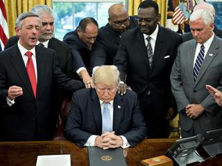 Trump wsłużbie Apokalipsy