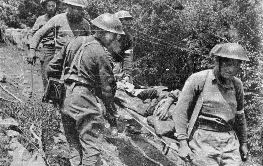 Maj 1944 roku, Monte Cassino. Polscy żołnierze znoszą rannych z pola walki pod Monte Cassino