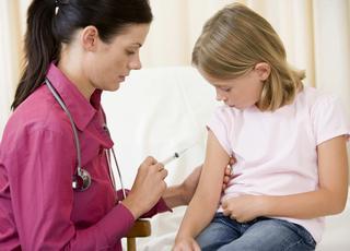 Sondaż: Za brak szczepień należy się kara