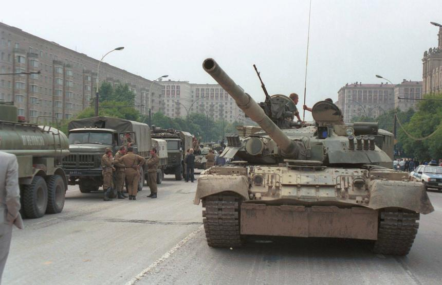 Czołgi na moskiewskich ulicach.