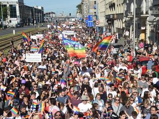 """Maszerujący w Paradzie Równości do ONR-u: """"Chodźcie z nami!"""""""