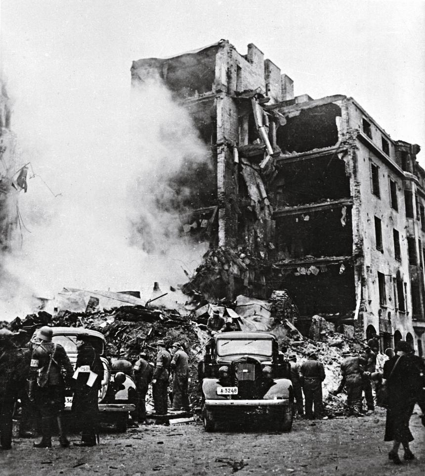 Budynek w Helsinkach zbombardowany przez radzieckie lotnictwo