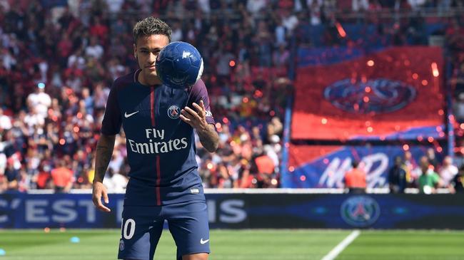 Prezentacja Neymara na stadionie w Pary?u