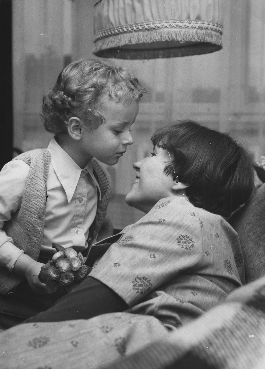Dziś kobietom coraz częściej zdarza się przyznać, że staranie się o bycie idealnymi matkami nierzadko powoduje w nich rodzaj wypalenia.