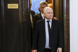 Polacy już nieraz odrzucali koncepcje Kaczyńskiego. Dlatego prezes zmienił taktykę