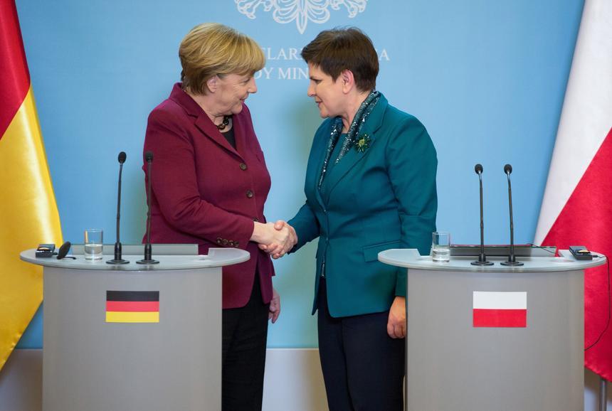 Kanclerz Niemiec Angela Merkel i premier Beata Szydło podczas konferencji prasowej po spotkaniu.