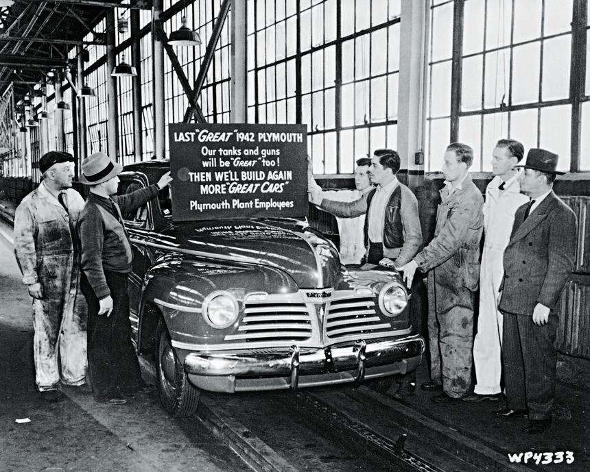 Ostatni cywilny samochód wyprodukowany w fabryce w Plymouth, Detroit, 1942 r.