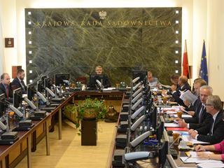 Wybór najważniejszych sędziów w Polsce trwa obecnie 15 minut