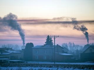 Mieli walczyć ze smogiem. Premier wręczył im dymisje