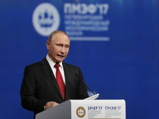 Putin znów umizguje się do Donalda Trumpa