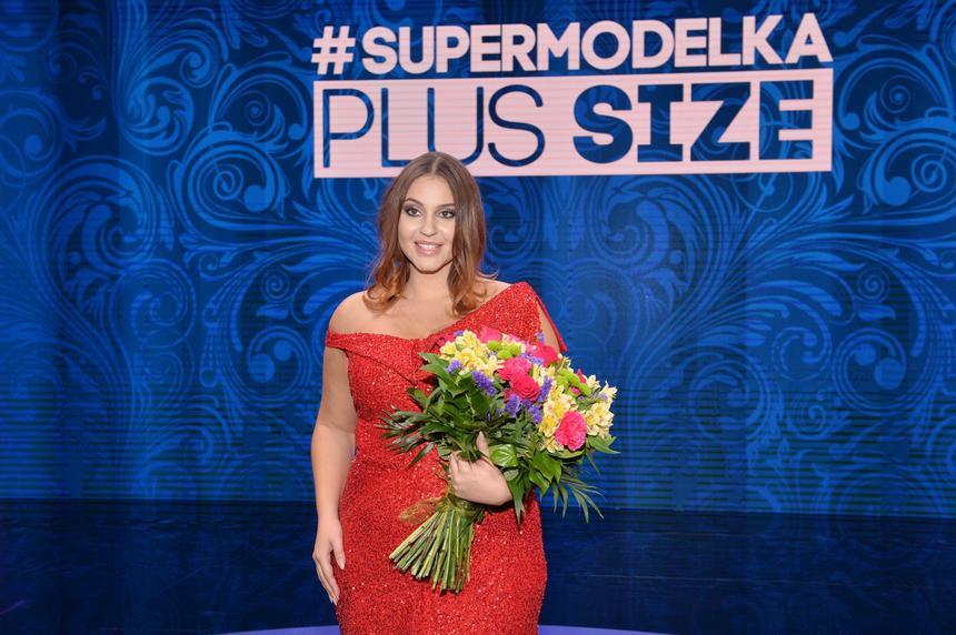 """Finał programu """"Supermodelka Plus Size"""", zwyciężczyni Joanna Cesarz."""