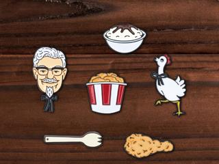 """Skarpetki """"fried chicken"""" i zinger za 20 tysięcy dolarów: KFC wypuszcza linię ubrań"""