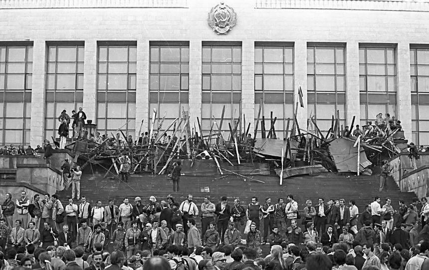 20 sierpnia 1991 r. Manifestacje przed radzieckim Białym Domem.