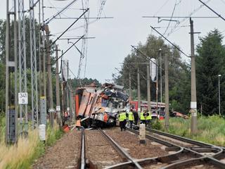 Ciężarówka wjechała pod pociąg na niestrzeżonym przejeździe kolejowym