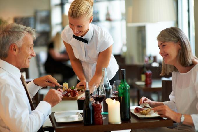Jeżdżenie po hotelach, restauracjach i innych miejscach i pławienie się w luksusach za służbowe pieniądze? Nie, to nie marzenie, taka praca istnieje