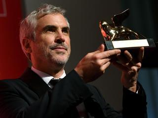 """""""Oczarowuje i wzrusza"""". Film Alfonso Cuarona wygrywa w Wenecji"""