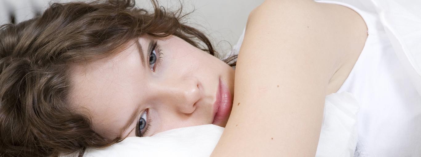Kobieta dziewczyna zmęczenie nuda rozleniwienie sen łóżko