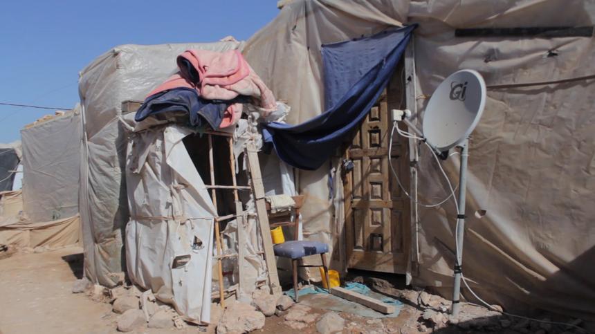 Migranci mieszkają tu w zaimprowizowanych obozowiskach, stworzonych z odpadów, kawałków drewna i błota, zwykle na rozkaz pracodawców