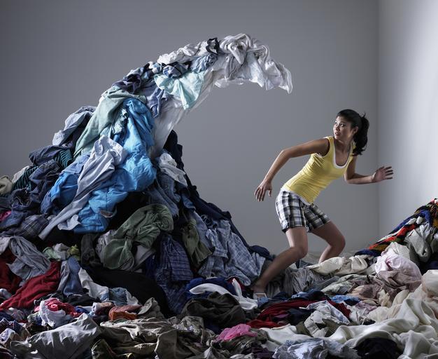 chaos bałagan kobieta pranie