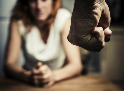 przemoc domowa pięść kobieta