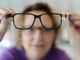 Najlepsze okulary dla kobiet powyżej 40 lat