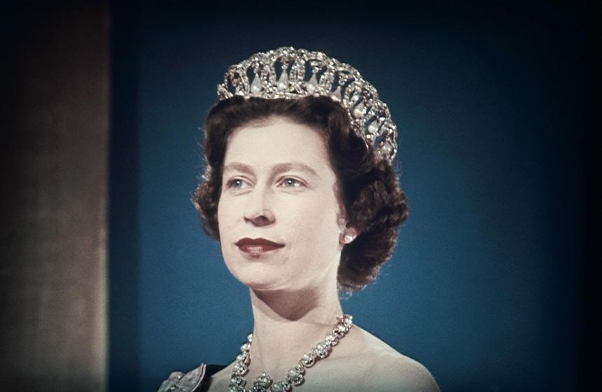 Rok 1960. Królowa Elżbieta II w tiarze