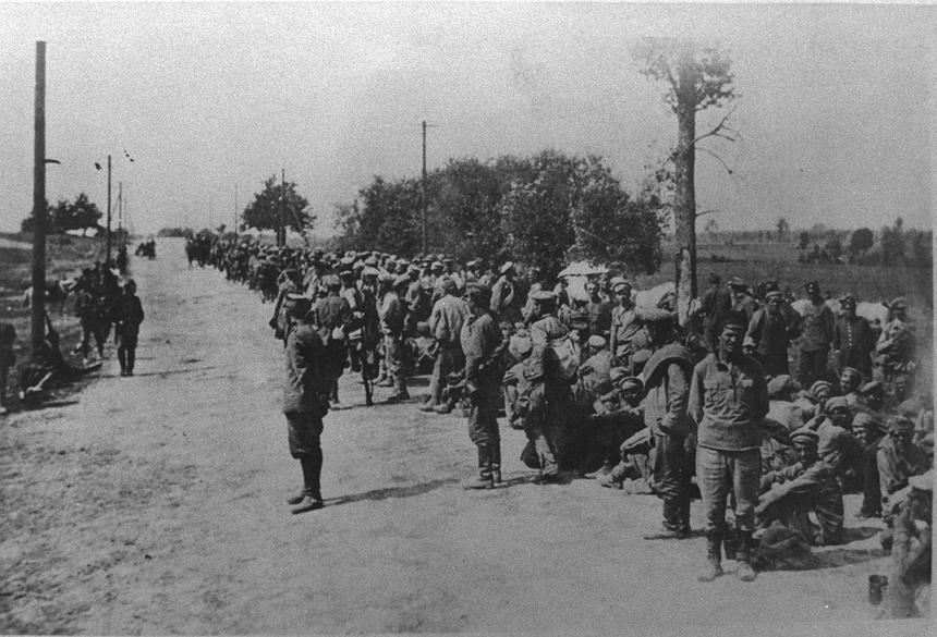Jeńcy bolszewiccy na szosie między Radzyminem a Warszawą, wzięci do niewoli podczas bitwy o Warszawę.