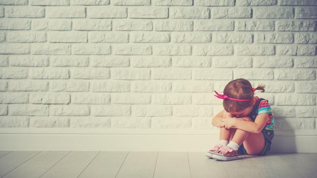 dziecko bicie dzieci klaps smutek płacz