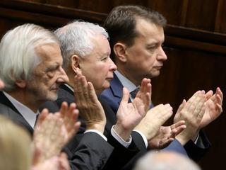 Dlaczego Polacy stoją murem za PiS-em? [9 POWODÓW]