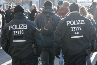 """Niemiecki policjant schwytany. Myślał, że uwodzi 13-latkę , a trafił na """"łowcę pedofili"""""""