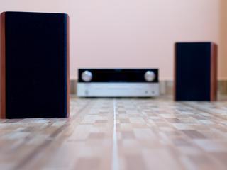 Szukasz sprzętu do słuchania muzyki w domu? Sprawdź te modele!