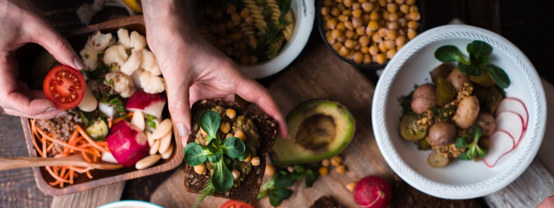 weganizm, kuchnia, gotowanie, warzywa, stół, potrawy, vege bistro