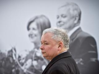 Jarosława Kaczyńskiego życie w cieniu brata