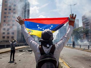 Socjalizm ostatecznie poległ w Wenezueli. Ale na ulicach trwają walki