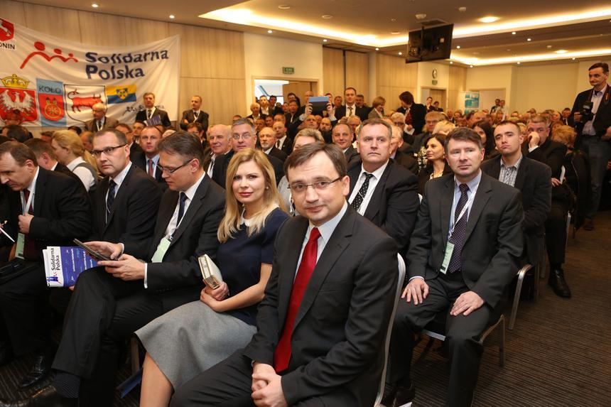 Prezes Solidarne Polski - Zbigniew Ziobro z żoną Patrycją Kotecką i poseł SP Arkadiusz Mularczyk na Kongresie Antykorupcyjnym Solidarnej Polski,