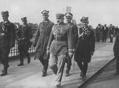 Marszałek Józef Piłsudski w drodze na spotkanie z prezydentem Stanisławem Wojciechowskim