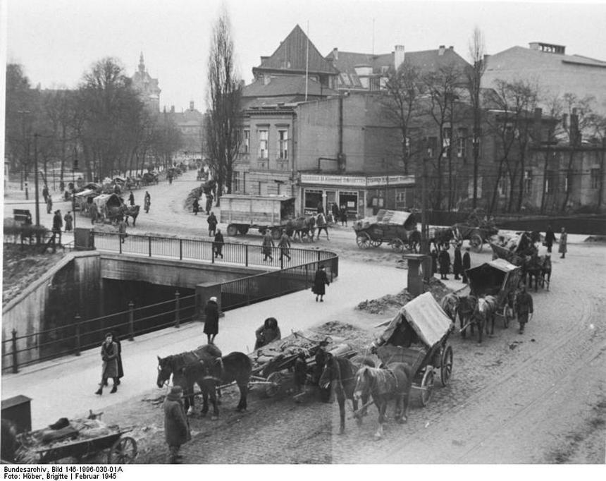 Gdańscy Niemcy opuszczają swoje domy. Fot Wikimedia Commons