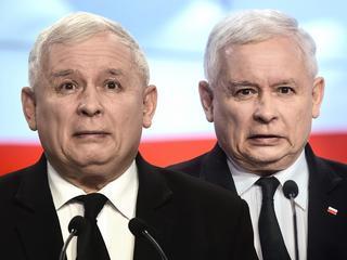 """Kaczyński z rózgą uczy swoich ludzi """"skromności"""""""