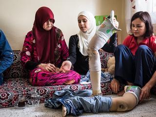 Skazane na wegetację. Dlaczego kobiety i dzieci bez rąk i nóg są ostatnie w kolejce po protezę?