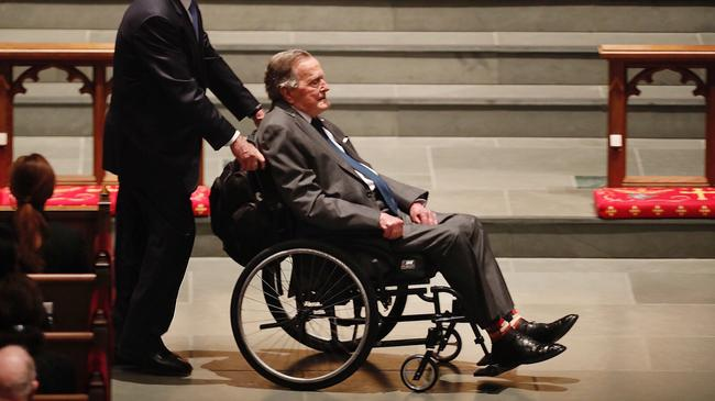 Były prezydent George H. W. Bush na uroczystości pogrzebowej swojej żony Barbary Bush