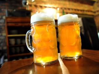 Niektóre piwa mogą wywołać kłopotliwy efekt uboczny. Mężczyźni powinni uważać