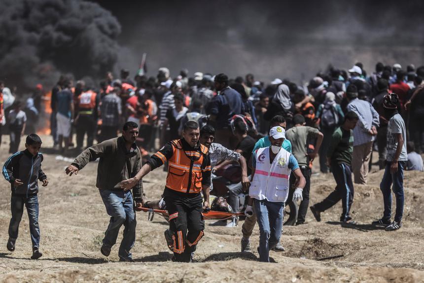 To najkrwawszy dzień w Strefie Gazy od czasu wojny w tej palestyńskiej enklawie między kontrolującym ją Hamasem a Izraelem w 2014 roku.