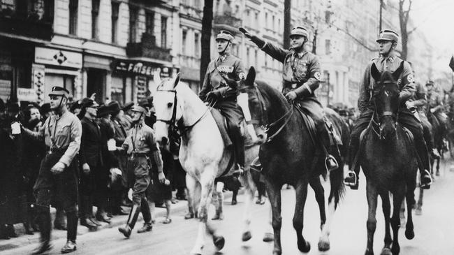 SA - Die Reiterstandarte Berlin-Brandenburg auf einem Propagandaritt in Berlin fr das WHW