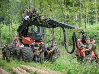 Polowanie na harvestery. Byliśmy z kamerą w Puszczy Białowieskiej