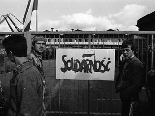 """Starsi stoczniowcy krzyczeli: """"Co wy, gówniarze, robicie?"""" - opowiada Jerzy Borowczak."""