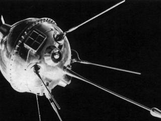 Łuna-1: Radziecki pocisk w Księżyc