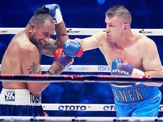 """Adamek wraca, wygrywa i chce dalej boksować. """"Są przymiarki do kolejnego pojedynku"""""""
