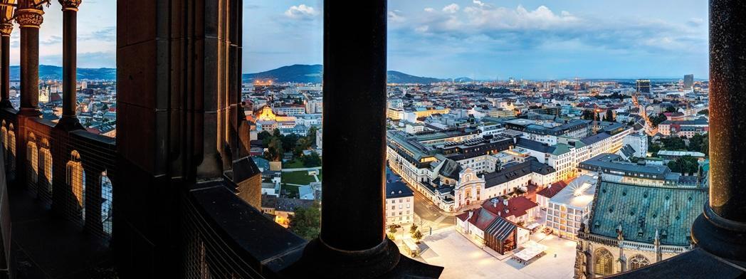 Panorama miasta z balkonu katedry.