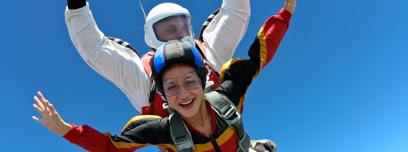 Skoki spadochronowe spadochroniarstwo sporty ekstremalne
