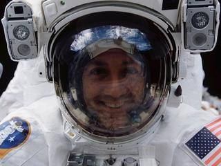 To on poleciał w kosmos, by naprawić najważniejszy teleskop świata